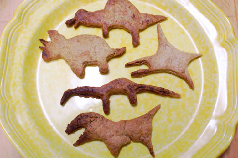 恐竜のクッキー型を使ったクッキー