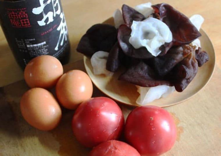 生キクラゲとトマトと卵のいためものの材料