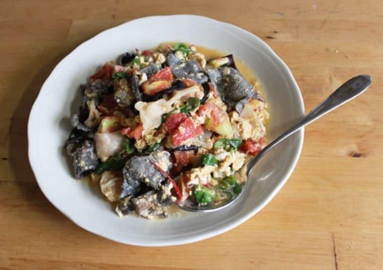 生キクラゲと卵とトマトの炒め物